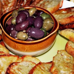 Bread&amp;olives