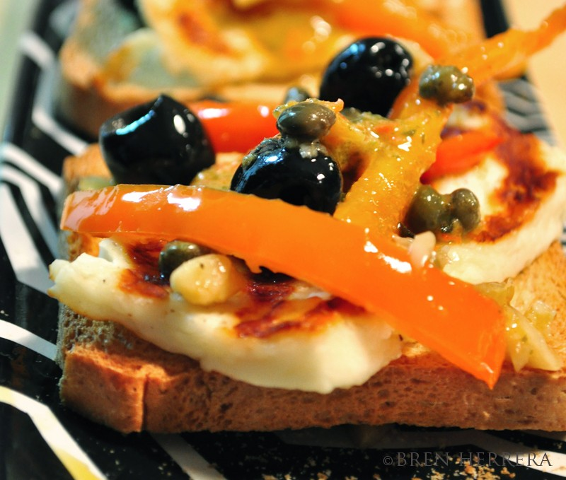halloumicheesecropped Halloumi Crostini with Red Peppers & Olives 