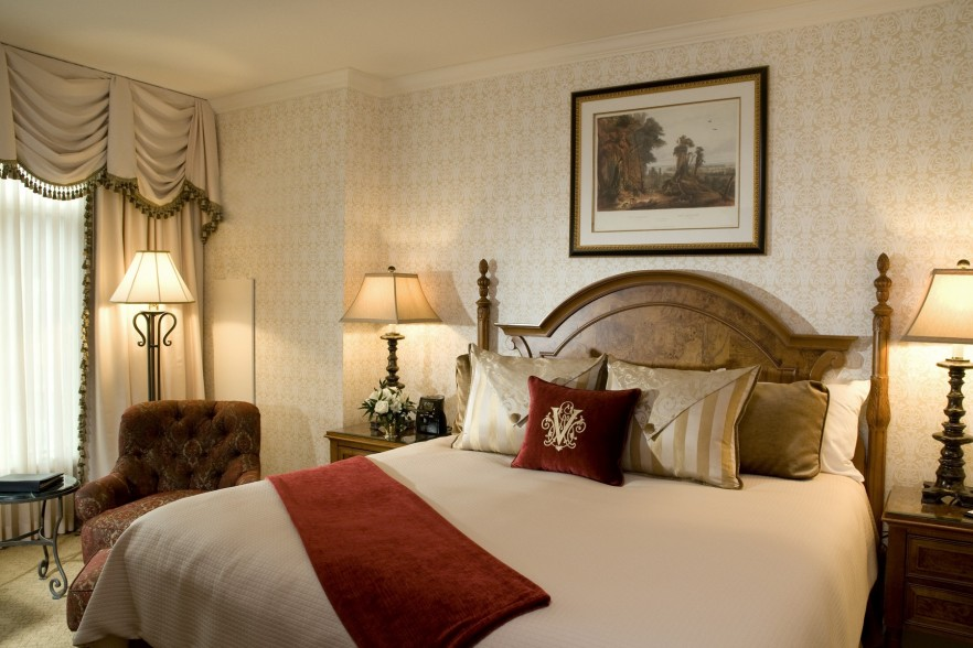 kingduluxe1 882x588 custom Breakfast at Inn at Biltmore & A Nights Stay