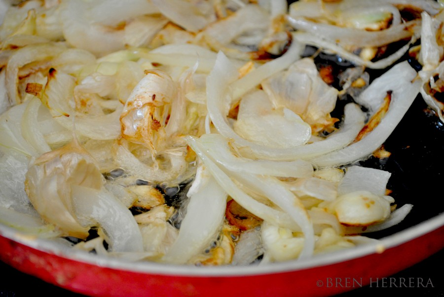 FESauteedGarlicOnion Boiled Yuca w/Garlic Citrus Mojo, Cuban Style {Yuca Hervida}